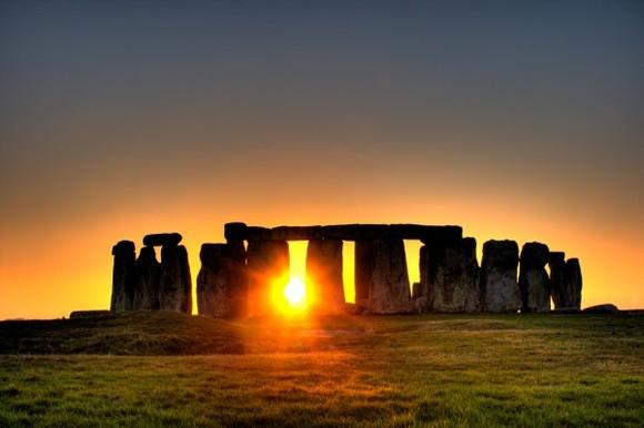 Stonehenge-Wikimedia-Commons-600x399