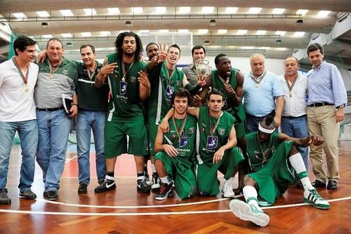 Lusitânia, campeão da Proliga de basquetebol 2009/10...