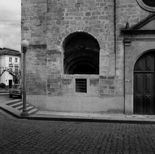 Pormenor do exterior da Igreja Matriz de Chaves