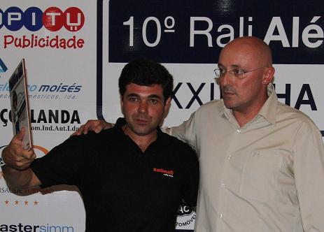 Gustavo Louro recebe o prémio de Piloto do Rali...
