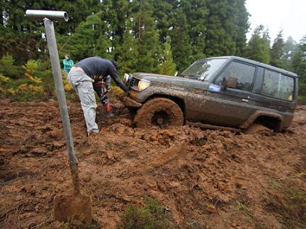 Um dos concorrentes que não se deu bem com a lama para os lados do Cabrito...