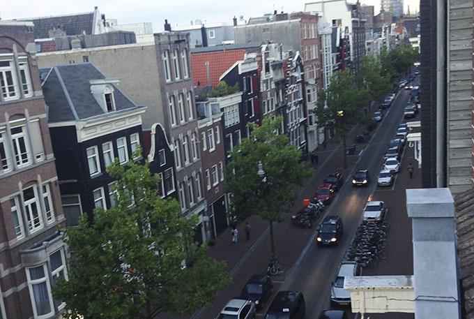 Vista da janela do apartamento que alugámos, no coração da zona gay da cidade, muito central.